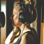 Kate Romer -  Voz de Apoio, Teclas, Sopro